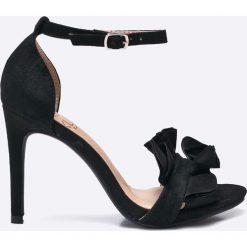 Answear - Sandały Kylie Crazy Shoes. Szare sandały damskie ANSWEAR, z materiału, na obcasie. W wyprzedaży za 89,90 zł.