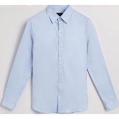 Koszula regular fit - Niebieski. Niebieskie koszule męskie na spinki Reserved, l. Za 139,99 zł.
