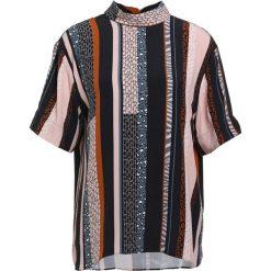 Bruuns Bazaar FREJA Bluzka multi color. Czerwone bluzki asymetryczne Bruuns Bazaar, z materiału. W wyprzedaży za 349,30 zł.