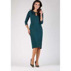 Zielona Wizytowa Dopasowana Sukienka z Dekoracyjnym Dekoltem. Zielone sukienki balowe marki Reserved, z wiskozy. W wyprzedaży za 125,46 zł.