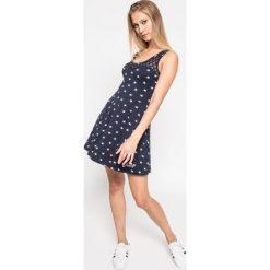 Superdry - Sukienka. Szare sukienki dzianinowe marki Superdry, l, z nadrukiem, z okrągłym kołnierzem. W wyprzedaży za 119,90 zł.