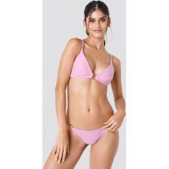 J&K Swim X NA-KD Góra bikini z detalem - Pink. Zielone bikini marki J&K Swim x NA-KD. W wyprzedaży za 36,57 zł.