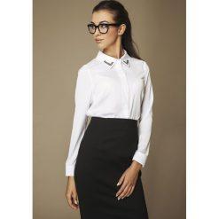 Bielizna damska: Biała Klasyczna Koszula ze Zdobionym Kołnierzykiem