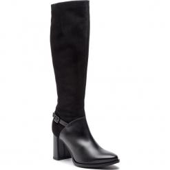 Kozaki WOJAS - 8735-71 Czarny. Czarne kowbojki damskie Wojas, z materiału, przed kolano, na wysokim obcasie, na obcasie. Za 599,00 zł.