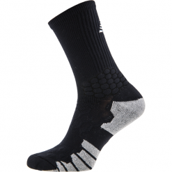 Skarpety piłkarskie - MA732012BK. Czarne skarpetogetry piłkarskie marki New Balance, z bawełny. Za 49,99 zł.