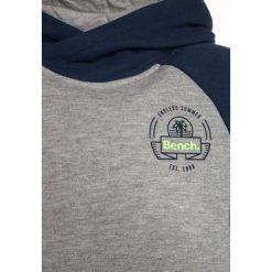 Bench OVERHEAD COLOURBLOCK  Bluza z kapturem dark navy blue. Szare bluzy chłopięce rozpinane marki Bench, z bawełny, z kapturem. Za 209,00 zł.