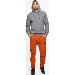 Dresowe joggery z kieszeniami - Pomarańczowy. Brązowe joggery męskie Cropp, z dresówki. W wyprzedaży za 39,99 zł.