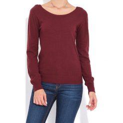 Sweter w kolorze bordowym. Czerwone swetry klasyczne damskie marki William de Faye, z kaszmiru, z dekoltem na plecach. W wyprzedaży za 136,95 zł.