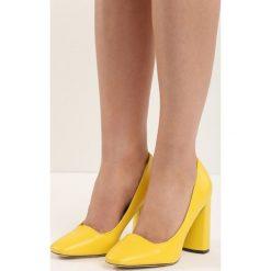Czółenka: Żółte Czółenka Bodice Ripper