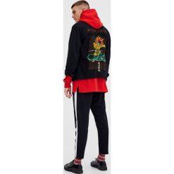 Kurtki męskie bomber: Jeansowa kurtka z haftem na plecach