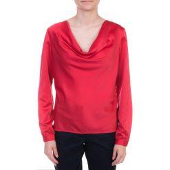 Malinowa bluzka z lejącym dekoltem QUIOSQUE. Czerwone bluzki longsleeves marki QUIOSQUE, z tkaniny, retro. W wyprzedaży za 19,99 zł.