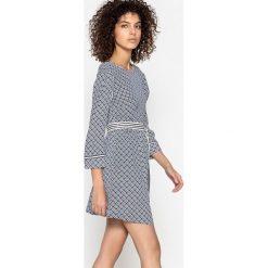 Sukienki hiszpanki: Sukienka z nadrukiem, odkryte plecy, pasek CARELLE
