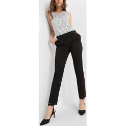 Wąskie spodnie w kant. Czarne rurki damskie marki Orsay, z haftami, z elastanu. Za 89,99 zł.