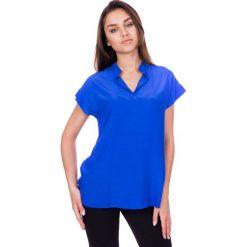 Niebieska bluzka z dekoltem w literkę V i krótkim rękawem BIALCON. Niebieskie bluzki na imprezę marki BIALCON, biznesowe, z krótkim rękawem. W wyprzedaży za 143,00 zł.