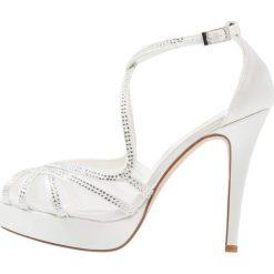 Menbur OLINTA Sandały na obcasie marfil. Białe sandały damskie Menbur, z materiału, na obcasie. W wyprzedaży za 356,30 zł.