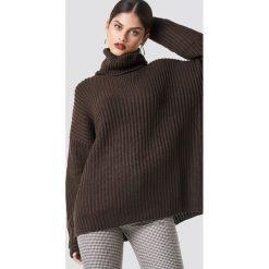 NA-KD Trend Sweter z grubej dzianiny - Brown. Brązowe golfy damskie NA-KD Trend, z dzianiny. Za 161,95 zł.