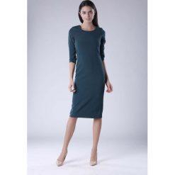 Zielona Klasyczna Dopasowana Sukienka Midi. Czarne sukienki balowe marki Molly.pl, na spotkanie biznesowe, l, z tkaniny, z dekoltem na plecach, dopasowane. W wyprzedaży za 120,81 zł.