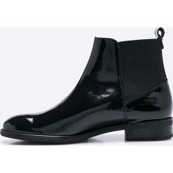 Gino Rossi - Botki Miwa. Czarne buty zimowe damskie marki Gino Rossi, z gumy, z okrągłym noskiem, na obcasie. W wyprzedaży za 329,90 zł.