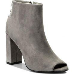 Botki CARINII - B4415  J51-000-000-C15. Szare buty zimowe damskie Carinii, z nubiku, na obcasie. W wyprzedaży za 269,00 zł.