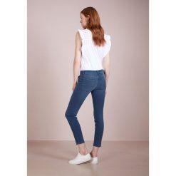 CLOSED FRANCESCA Jeans Skinny Fit worker. Niebieskie jeansy damskie relaxed fit CLOSED, z bawełny. W wyprzedaży za 545,35 zł.