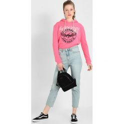 Bluzy damskie: Superdry APPLIQUE CROP HOOD Bluza z kapturem fluro pink