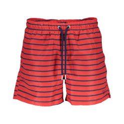 Szorty kąpielowe w kolorze czerwonym. Czerwone kąpielówki męskie marki GANT. W wyprzedaży za 179,95 zł.