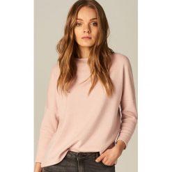 Swetry klasyczne damskie: Sweter z wycięciem na plecach - Różowy