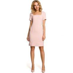 Sukienki hiszpanki: Ołówkowa sukienka przed kolano – pudrowa