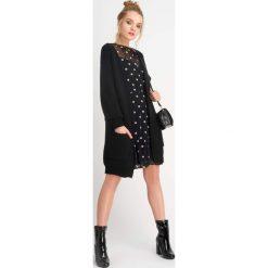 Sukienki hiszpanki: Siateczkowa sukienka w grochy