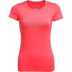Koszulka treningowa damska TSDF600A - koral neon - Outhorn. Czerwone bluzki sportowe damskie Outhorn, na lato, z materiału. W wyprzedaży za 34,99 zł.