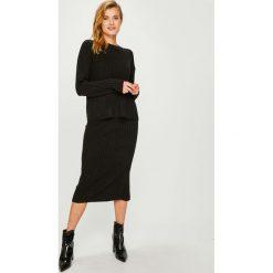 Answear - Sukienka Sweter+spódnica. Szare sukienki dzianinowe marki ANSWEAR, na co dzień, l, casualowe, z okrągłym kołnierzem, midi, dopasowane. Za 169,90 zł.