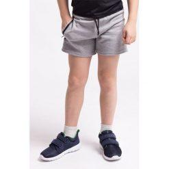 Spodenki sportowe dla małych chłopców JSKMTR300Z - SZARY MELANŻ. Szare buty sportowe chłopięce 4F JUNIOR, na jesień, melanż, z dzianiny, sportowe. Za 29,99 zł.