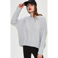 Swetry oversize damskie: Sweter oversize – Jasny szar