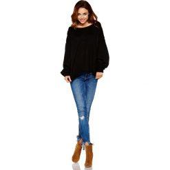 Sweter z wyjątkowymi rękawami czarny ANGEL. Czarne swetry klasyczne damskie Lemoniade, na jesień, s, z jeansu, z dekoltem w łódkę. Za 139,90 zł.