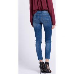 Pepe Jeans - Jeansy Cher. Niebieskie jeansy damskie rurki Pepe Jeans, z obniżonym stanem. W wyprzedaży za 239,90 zł.
