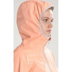 Luhta MARGIT Kurtka Softshell abricot. Pomarańczowe kurtki sportowe damskie marki Luhta, z materiału. Za 339,00 zł.