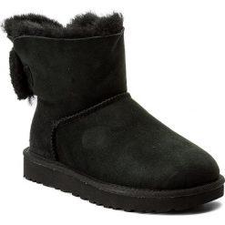 Buty UGG - W Arielle 1019625 W/Blk. Czarne buty zimowe damskie marki Kazar, ze skóry, przed kolano, na wysokim obcasie, na obcasie. W wyprzedaży za 499,00 zł.