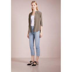Agolde PALLADIUM Jeansy Slim Fit light blue. Niebieskie jeansy damskie relaxed fit Agolde, z bawełny. W wyprzedaży za 367,15 zł.