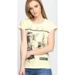 Żółty T-shirt Miss You Love You. Żółte bluzki damskie marki Mohito, l, z dzianiny. Za 14,99 zł.