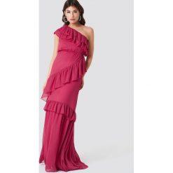 Trendyol Sukienka maxi na jedno ramię - Pink. Szare długie sukienki marki Trendyol, na co dzień, z elastanu, casualowe, dopasowane. W wyprzedaży za 141,98 zł.
