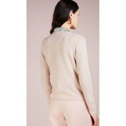 FTC Cashmere CREW NECK Sweter champagne. Brązowe swetry klasyczne damskie FTC Cashmere, m, z kaszmiru. Za 839,00 zł.