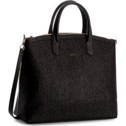 Torebka CARINII - Crn-777-159-000-000 Czarny. Czarne torebki klasyczne damskie Carinii. W wyprzedaży za 509,00 zł.