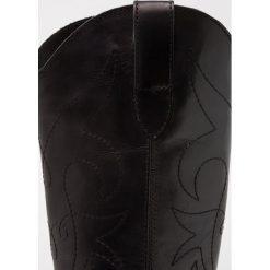 Topshop DEVIOUS Kowbojki i Buty motocyklowe black. Czarne buty zimowe damskie marki Topshop, z materiału. W wyprzedaży za 265,05 zł.