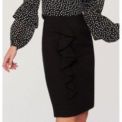 Spódniczki ołówkowe: Ołówkowa spódnica z falbaną – Czarny