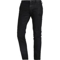 Armani Exchange Jeans Skinny Fit black denim. Czarne jeansy męskie relaxed fit marki Armani Exchange, l, z materiału, z kapturem. W wyprzedaży za 440,30 zł.