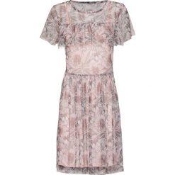 Sukienka siatkowa bonprix pastelowy jasnoróżowy z nadrukiem. Czerwone sukienki pastelowe bonprix, z nadrukiem, z okrągłym kołnierzem. Za 49,99 zł.