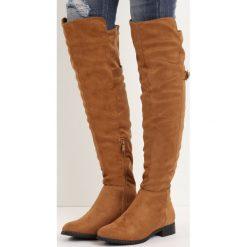 Camelowe Kozaki Bettie. Brązowe buty zimowe damskie marki Born2be, z materiału, z okrągłym noskiem, na obcasie. Za 159,99 zł.