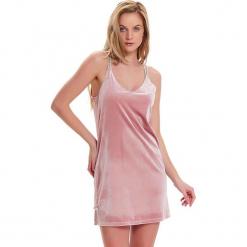 Koszula nocna w kolorze różowym. Czerwone koszule nocne i halki Doctor Nap. W wyprzedaży za 67,95 zł.