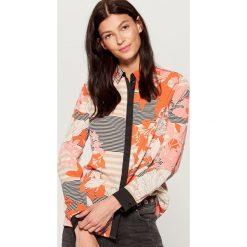 Wzorzysta koszula - Wielobarwn. Różowe koszule damskie marki Mohito. W wyprzedaży za 69,99 zł.