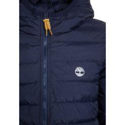 Timberland Kurtka zimowa marine. Niebieskie kurtki chłopięce zimowe marki Timberland, z materiału, marine. W wyprzedaży za 359,20 zł.